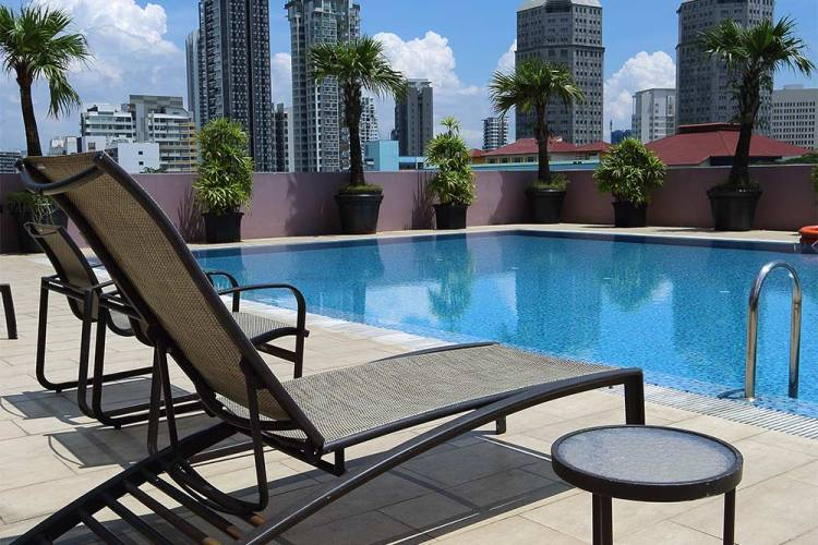 Value Hotel Thomson - Large outdoor swimming pool with nice unblocked view of the surrounding